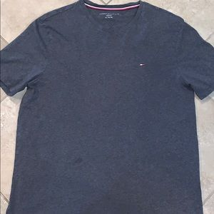Simple Tommy Hilfiger T-Shirt